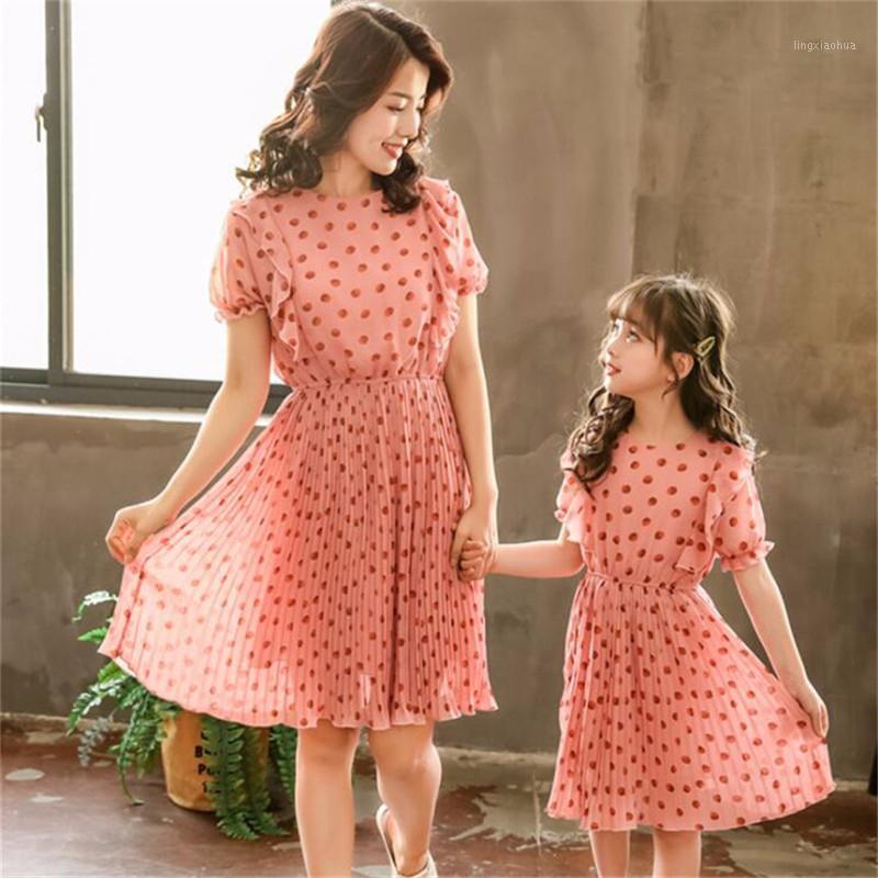 Mamá Baby Kids Girls Vestido de verano para la madre hija que coincide con los trajes de la ropa Mamá y yo Polka Dot Vestidos de gasa1