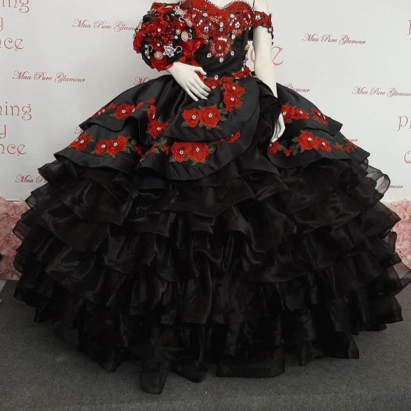 New Designer Black Mexcian Ball Gown Quinceanera Dresses Lace Appliques Ruffles Skirt Organza Sweet 16 Dress Prom Dress Vestido De 15 Anos