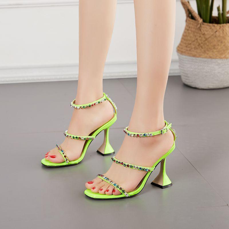 Dyzhy colorido cristal diamante tobillo hebilla correa extraña tacones zapatos mujer verano moda sandalias de punta de punta verde Golden35-421
