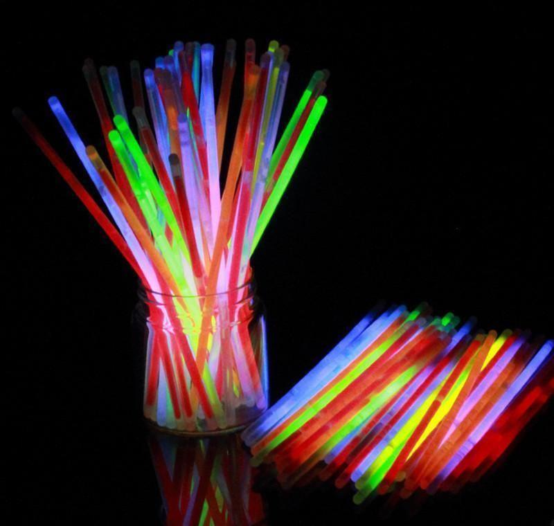 Glow Sticks Suministros de fiesta a granel - Resplandor en el paquete de fiesta divertido oscuro con 8 brillantes y conectores para pulseras y collares para JLLLOWKKF