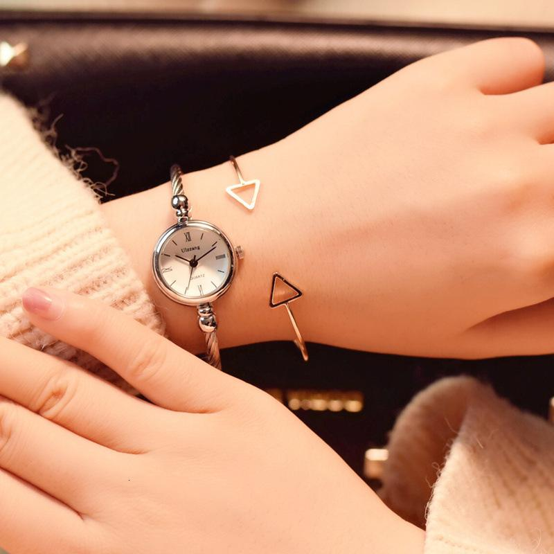2020 Neue Damenuhr Mode Einfache Frauen Watch Lederband Römische Ziffern Zifferblatt Quarzleben Wasserdichte Montres Femmes