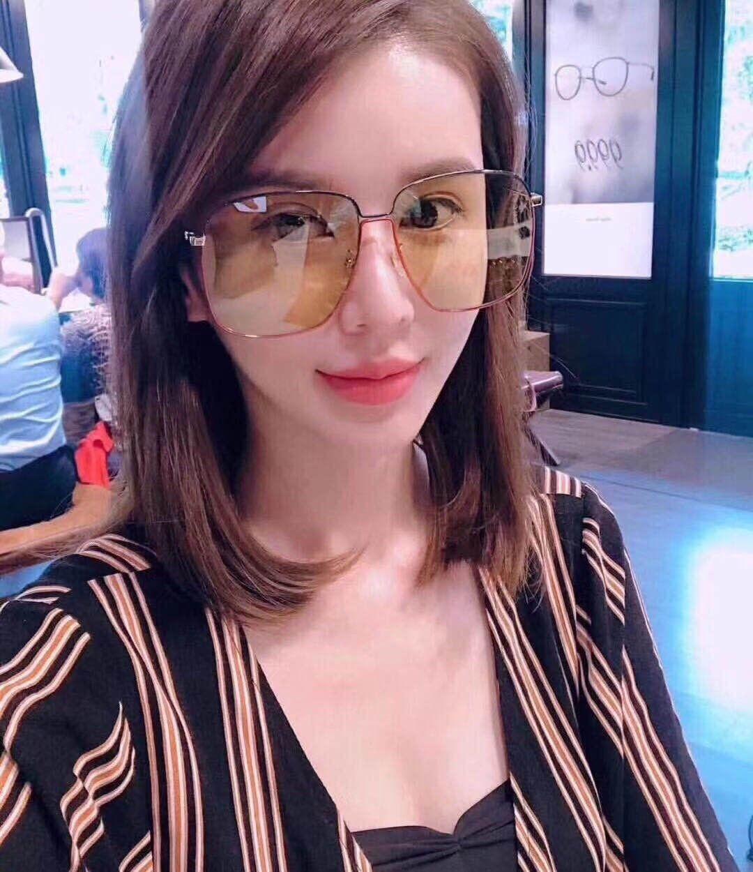 Moda Güneş Kadın Sokak Avangardı Kutusu Büyük Çerçeve Güneş Erkek Kadın Brown Gözlük GG0394SK Çekim
