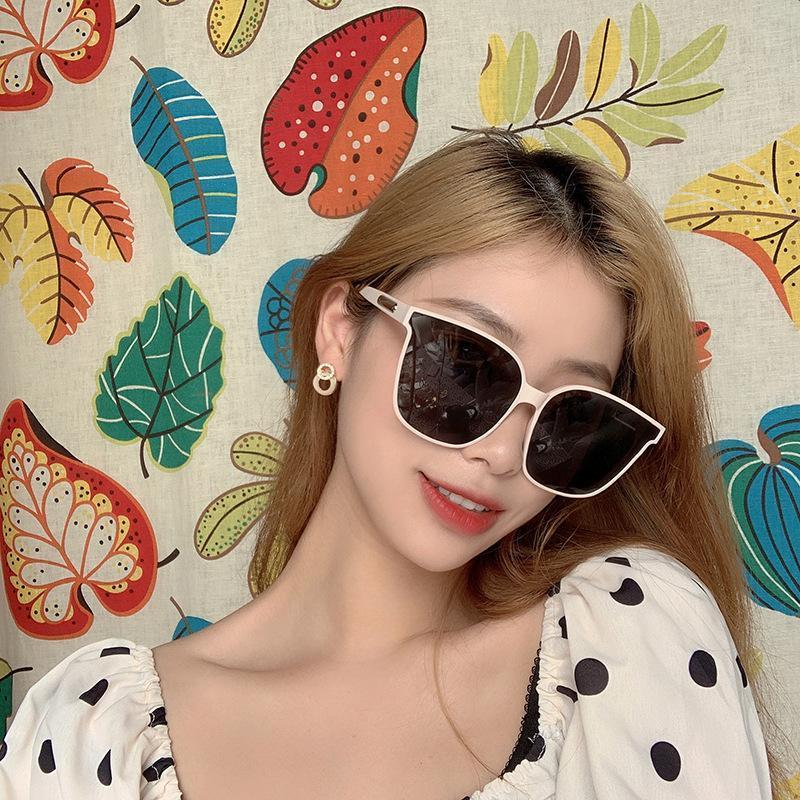Nueva Moda Vintage Square Gafas de sol Mujeres de la marca Diseñador de la marca Marco grande Gray Sun Glasses Hombres Conducción Mirror Sombras Oculos Feminino