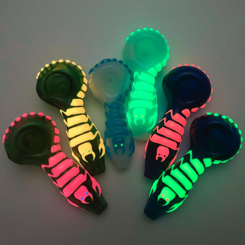 DHL Darmowa wysyłka Glow in the Dark Spoon Rury Zwierząt Rury szklane Tytoń Rury Rury Palenia Palniki Olejowe Rury 4 Style