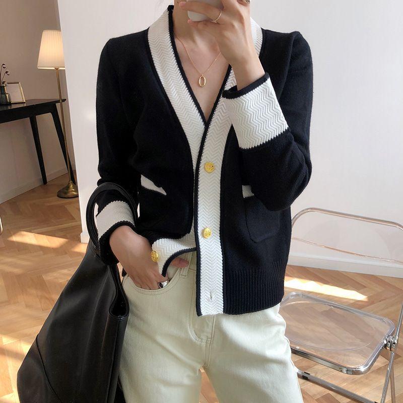 2020 Diseño Escudo chaqueta de punto con cuello en V Botón de punto de manga larga del poncho de la vendimia mujeres de las rebecas recortada Tops Trajes