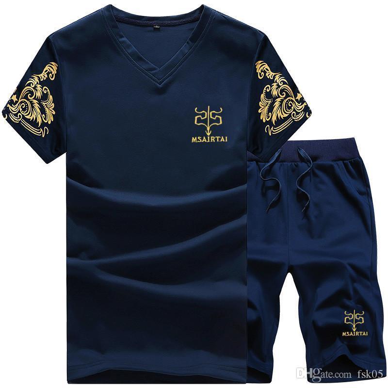 2018 nuevo de la manera Sportsuit y Tee Shirt del hombre T cortocircuitos de la camisa + pantalones cortos del verano de los hombres del chándal de los hombres ocasionales con cuello en V T Shirts