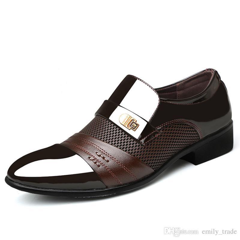 Los nuevos hombres zapatos formales se deslizan en Puntas del dedo del pie de cuero de patente de los zapatos Oxford para los zapatos de vestir de los hombres de negocios de tamaño grande
