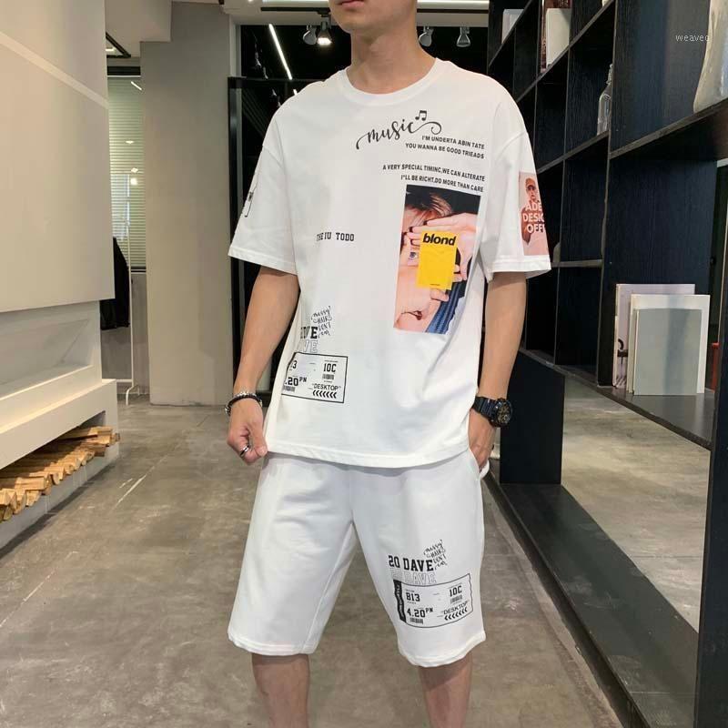 Мужские трексуиты мужской набор спортивных мужеств Мужчины наборы 2021 летняя одежда хип-хоп принт повседневная молодежная одежда из двух частей спортивная одежда шорты T-SHI