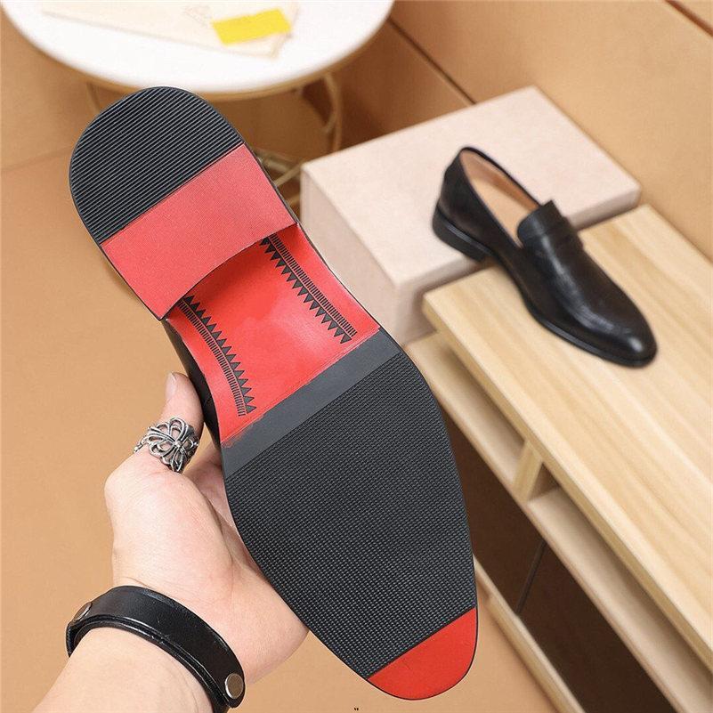 Scarpe da uomo nuovo di lusso da uomo Dimensioni 38-45 Black Classic Point Toe Oxfords per Designer Men Fashion Mens Business Party Scarpe