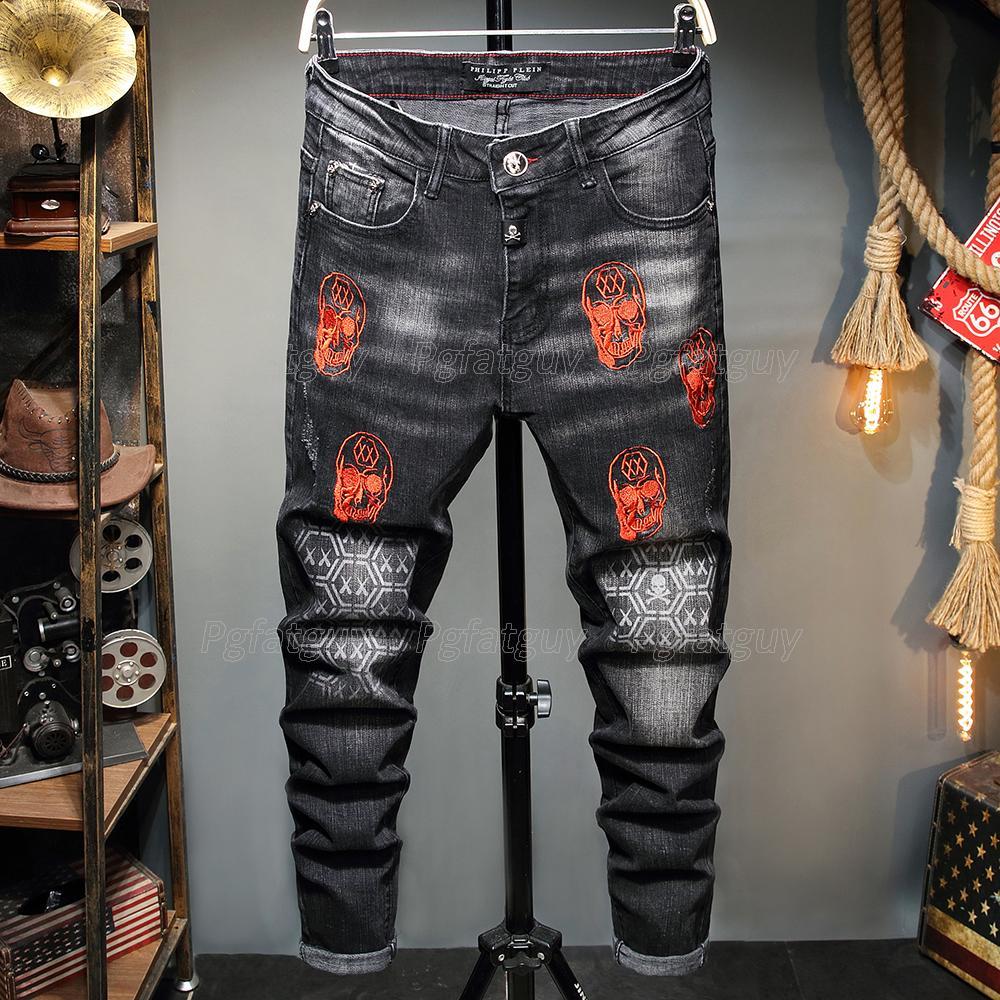Jeune Black Jeans Streetwear Pantalons de mode Broderie Crâne Stretch Denim Biker Jeans Haute Qualité Homme Designer occasionnel déchiré