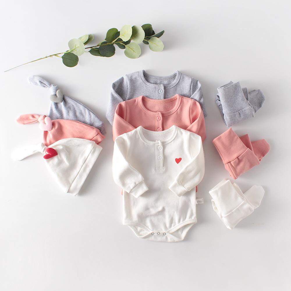 3шт / набор новорожденный Девочки Мальчики Одежда НАБОРЫ 3шт Сердце с длинным рукавом Romper Леггинсы Пант Шляпы Малыша Outfit Одежда Y1113