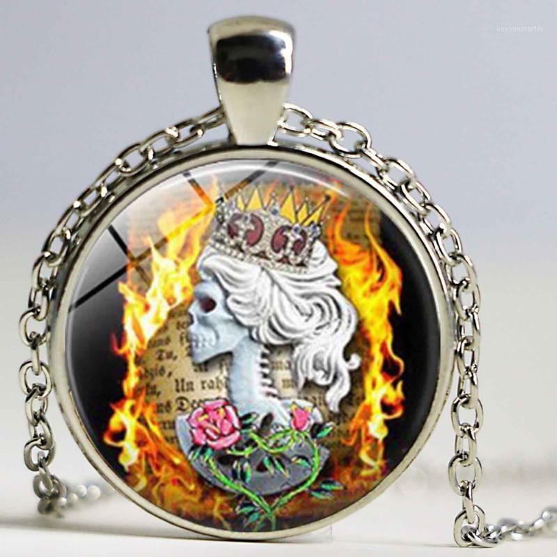 Nuevo collar de cráneo de la llama de la reina de la corona Foto colgante del colgante de la foto del tatuaje de la flor de la flor de la flor de la joyería de la flor