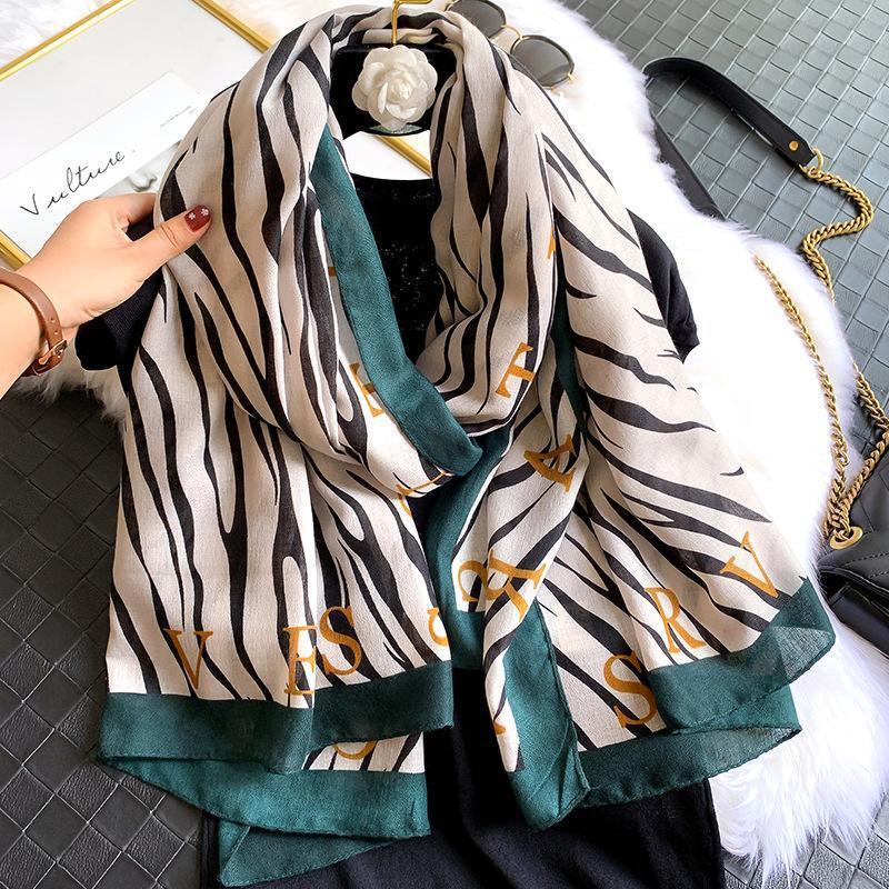2020 europei e americani nuovo inverno moda autunno e inverno caldo sciarpa delle donne versatile lunga sciarpa a strisce telo mare Bib