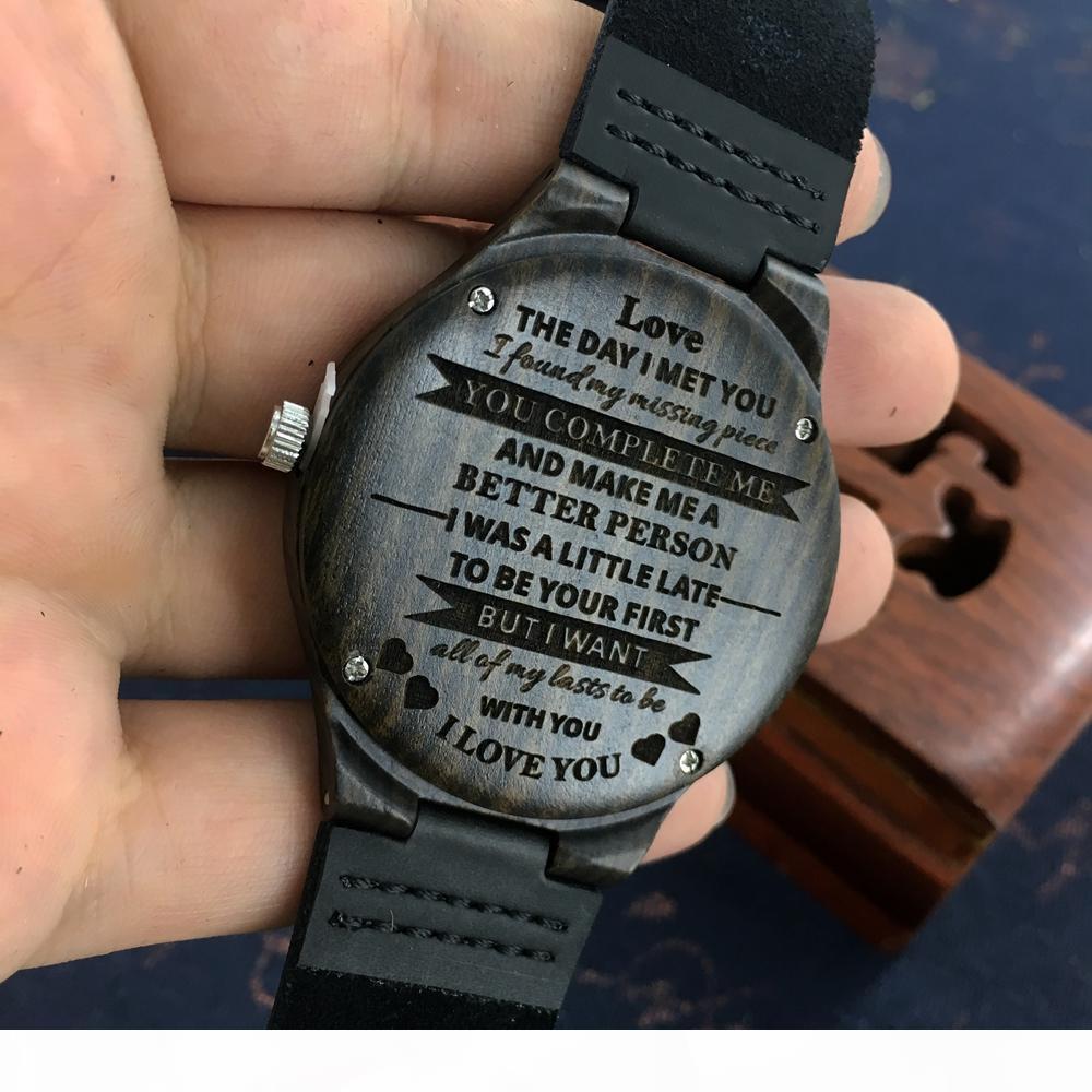 Personalisierte hölzerne benutzerdefinierte uhr für männer boyfriend geschenke gravierte Bestätigungstext für schwarze Sandelwood-Uhr kann den Text nicht ändern