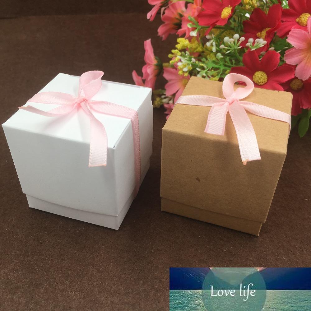 50pcs / lot del papel de Kraft Cake Box natural, regalo del partido de la caja de embalaje, Cookie / caramelo / tuercas de la caja / embalaje caja de bricolaje, de alta calidad de 50 * 50 * 50MM