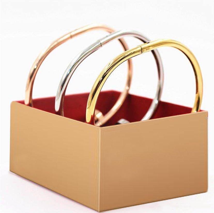 Versión correcta 316 Acero de titanio con caja de oro Charm Tornillo Pulseras de uñas Brazaletes para hombres y mujeres Parejas Parejas Amantes Regalo Joyería