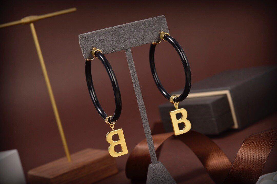 Мода бренд черный простой круг Серьги письма для женщин Свадебные вечеринки Любители рождественские подарка праздничные украшения с коробкой