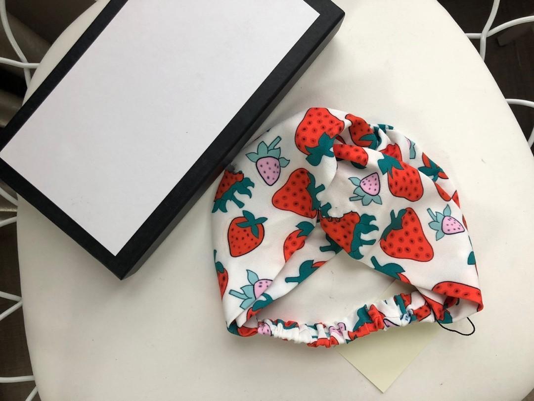 2021 diseños Seda Elástica Mujeres Diademas Moda Girls Strailberry Pein Bands Bufanda Accesorios para el cabello Regalos Mejor Headwraps