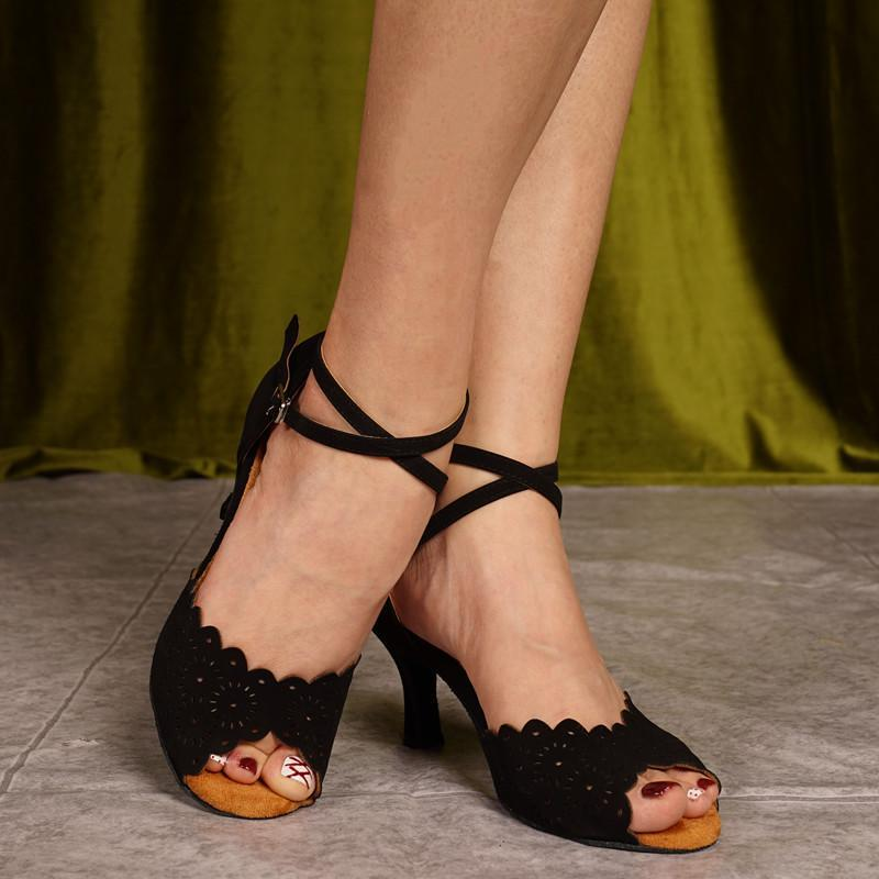 Сатин латинских танцев Обувь Леди обувь Женщины танцевальной обуви пятки сандалии Классический Бальные Salsa Party Black Medium Танцы 7.5cm