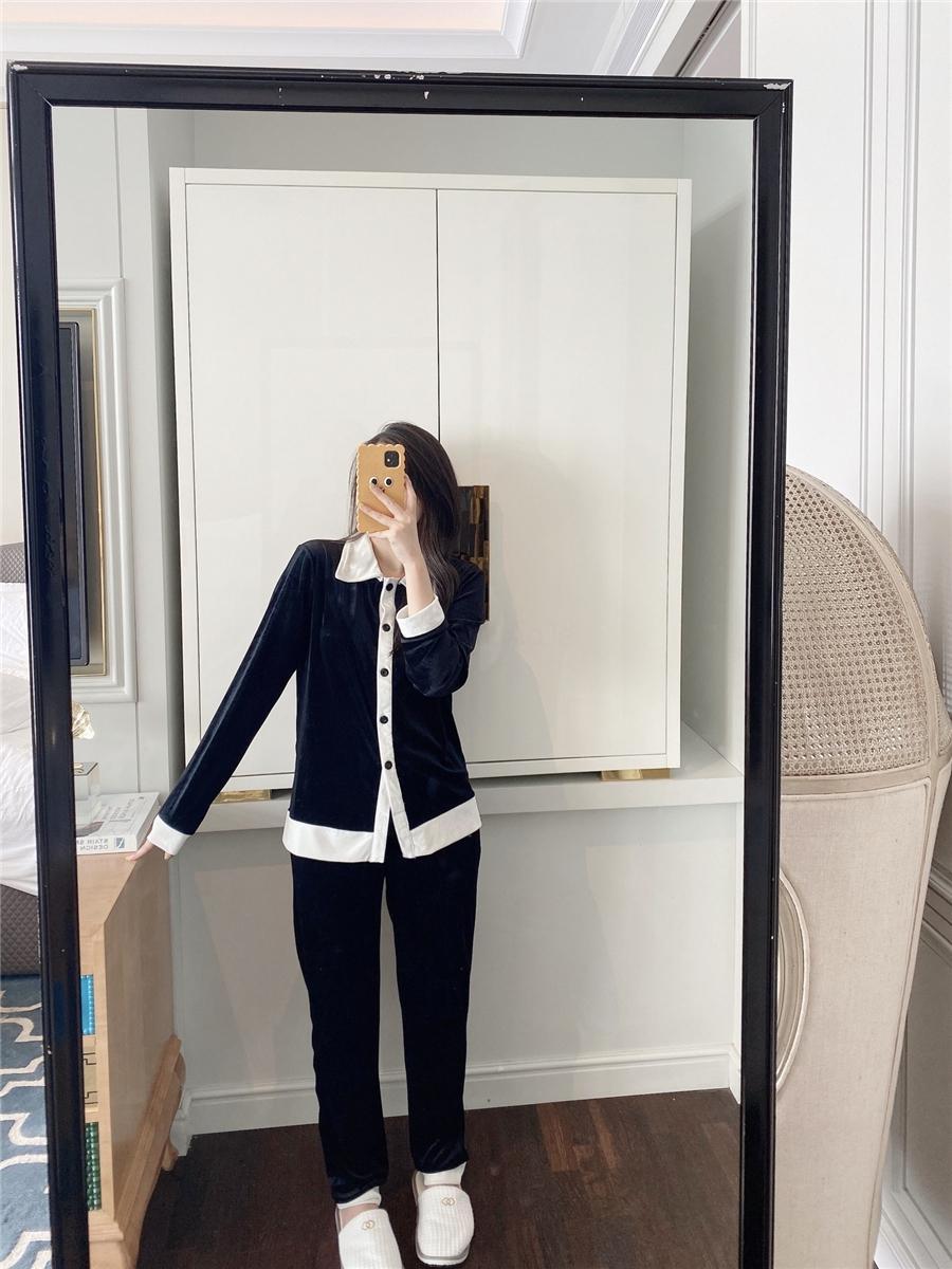 Высококачественные бархатные пижамы 2021 сверху черные белые женщины роскошные сонные одежды зимний белый с длинным рукавом бархат женщины дома пижамы дизайнер # 251 # 4910099