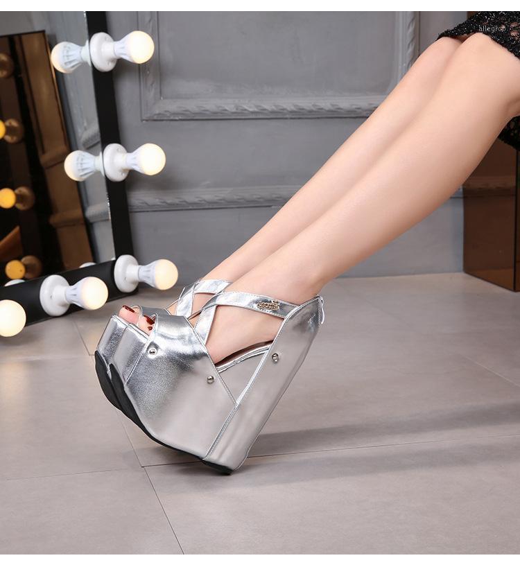 Sandalias 2021 Sexy femenina 18 cm de espesor cubierta de plata de plata Súper tacón alto tacón de tacón de tacón de noche zapatos 1