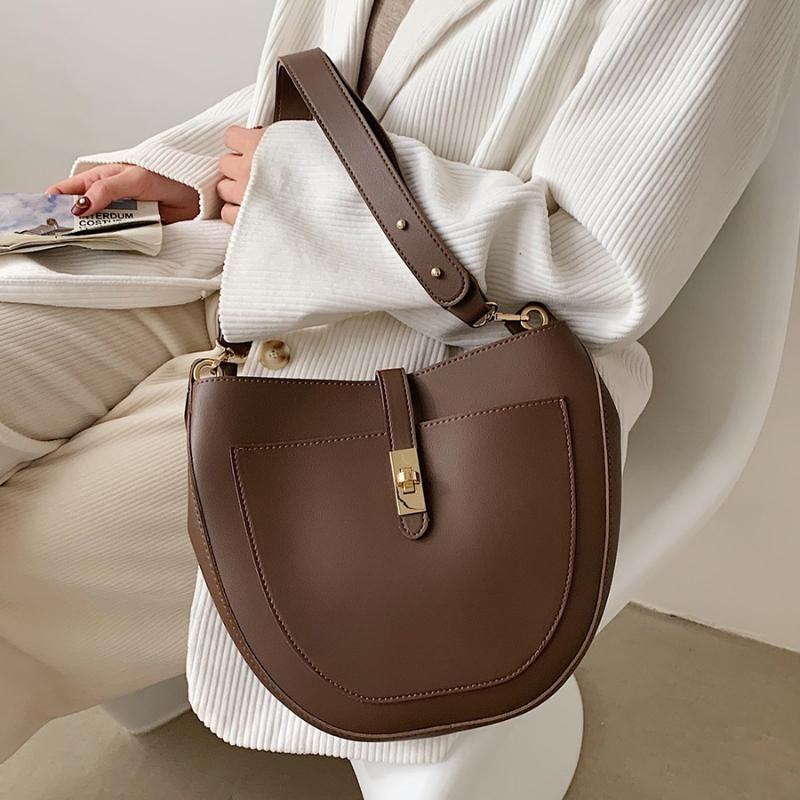 Bucket PU кожаные сумки на ремне роскошные женщины сплошной дизайнер для цветной сумки для кроссвяток мода женская сумка 2021 avkkk