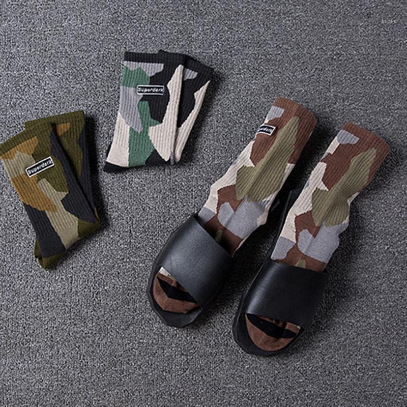 Япония и Южная Корея Мода Бренд Вышивка Английские буквы Камуфляж Серия Мужчины Носки Хлопчатобумажные Средние Экипаж ВМФ Стиль Socks1