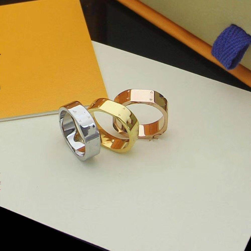 2020 дизайнеров обручальные кольца для любовников письма три цветное кольцо небольшой цветочный стиль обручальное кольцо для женщин мужчины с мешком бесплатная доставка