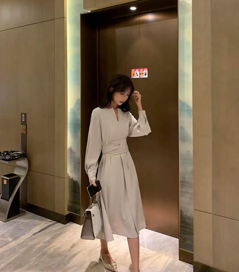 No início do outono 2020 vestido Nacional tendência nova deusa francesa minoria temperamento moda pequena fragrância V-neck vestido moda p0wNA