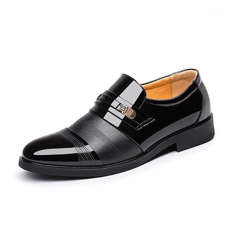 2020 Novos Homens de Verão Patente Patente Vestido de Couro dos homens Sapatos de Negócios Estilo Italiano Homens Masculino Calçado 38-481