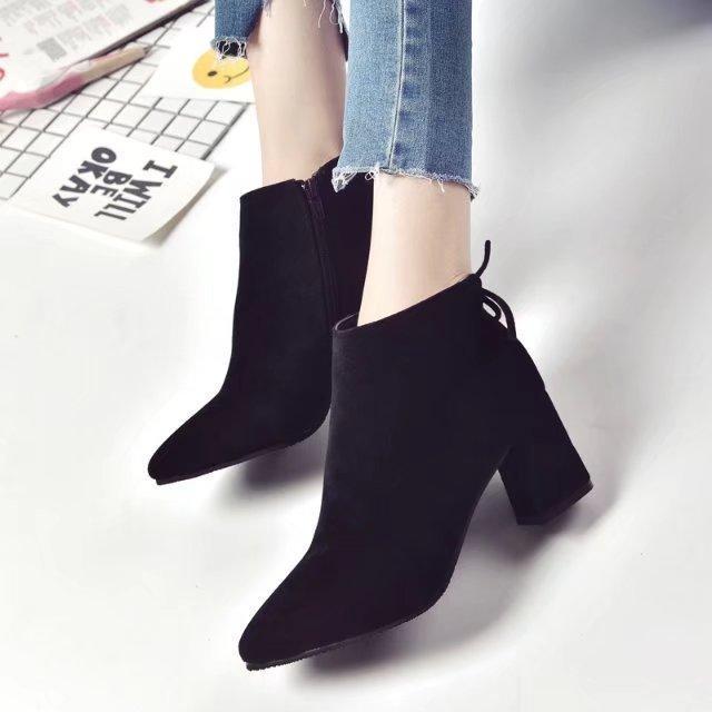 Stivali 2020 New Thick Heel Boots Point Point Versatile Donne con tacco alto Donne Retrò smerigliato