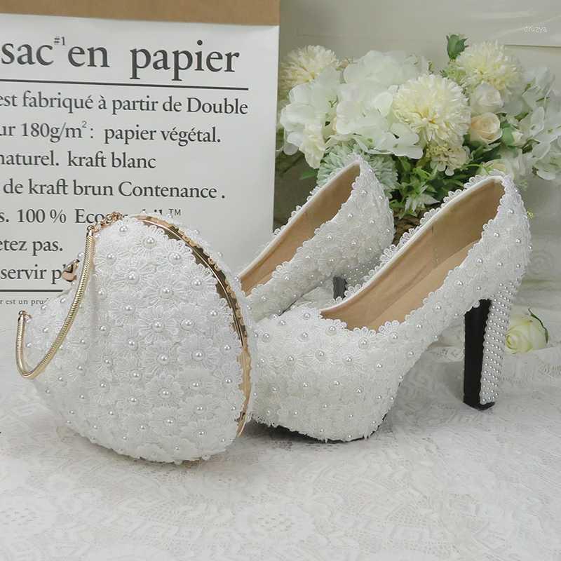 Baoyafang Blanco Royal Blue Flor Boda zapatos de boda y bolsos Sets Ladies Plataforma Zapatos Mujer Tacón alto Tacón grueso Purse1