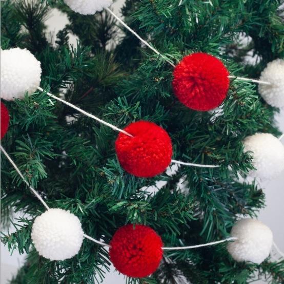 decoración del árbol de Navidad hGs15 Nuevo colgante de felpa secuencia de la bola de terciopelo blanco y ballred Navidad suministros bola de lana colgante 8UPwD