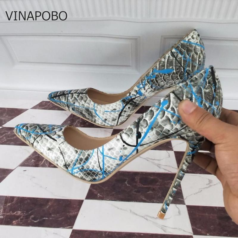 Обувь платье 2021 Бренд Мода Женщины Blue Snake Печатная Женщина Сексуальные Стелетос Высокие каблуки 12 см Заостренные насосы на накладки