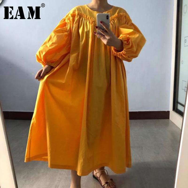 [Eam] Femmes Jaune Plissée Big Taille Robe Nouveau col rond Longue manche de la lanterne Loose Fit Fit Fashion Tide Spring Automne LJ200910