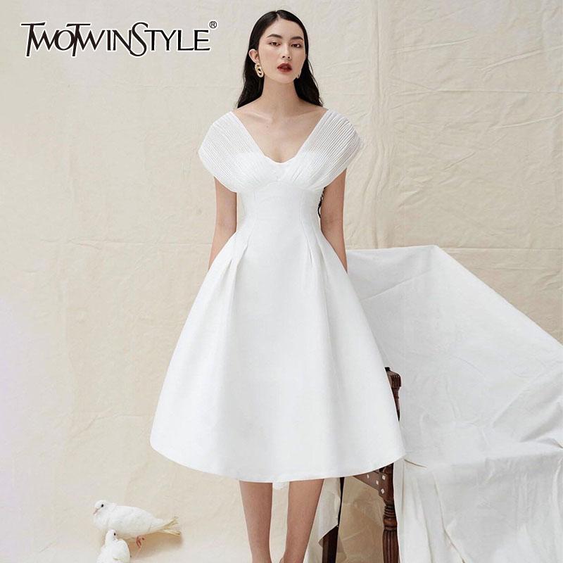 TWOTWINSTYLE bianco elegante Abiti manica corta collo delle donne V vita alta increspato Un Vestito linea femminile di estate nuovi vestiti 2020 A1107