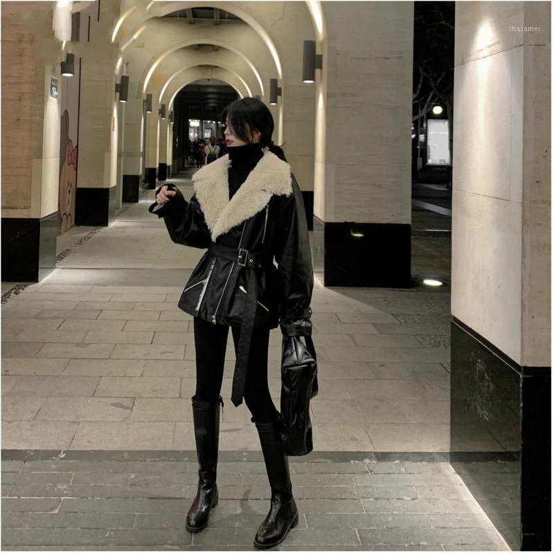 Твинвин Темперамент поворотный воротник Полный рукав молния с поясом Женщины свободные волосы ягненка PU Меховая куртка осенью зима новая L7461