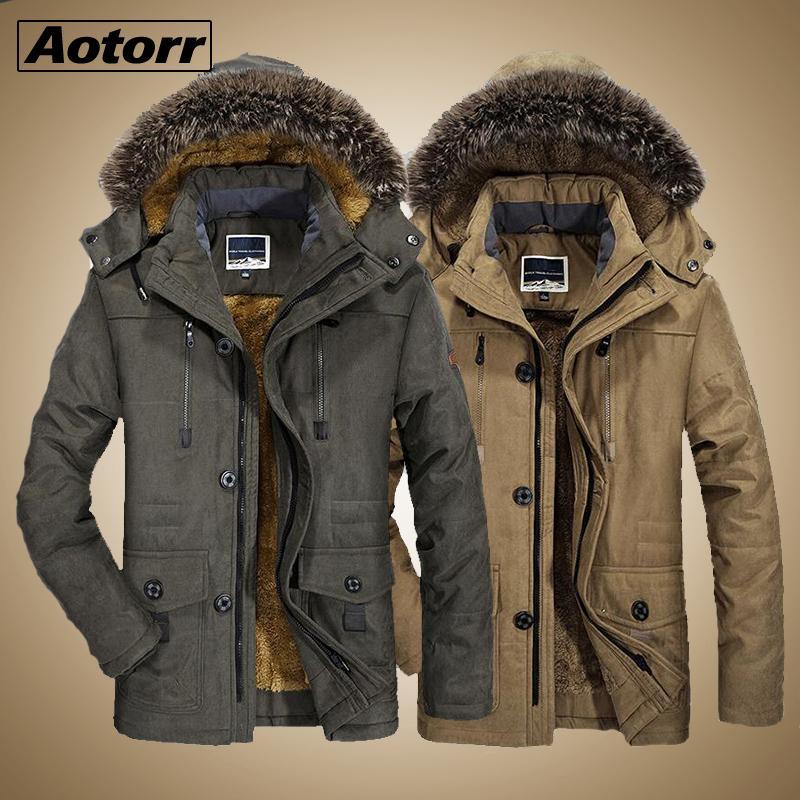 Cuello de la piel a prueba de viento Parkas invierno Militory chaqueta de los hombres de moda los hombres gruesa capa ocasional de la chaqueta más el tamaño Outwear 6XL cálido terciopelo 201017