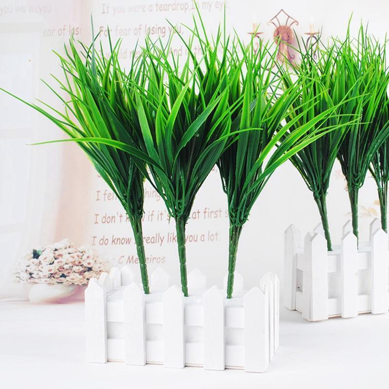 7-Gabel-grüne Nachahmung Kunststoff Künstliche Gras Blätter Pflanze für Engagement Hochzeit Dekoration Kleepflanzen Tisch Dekors1