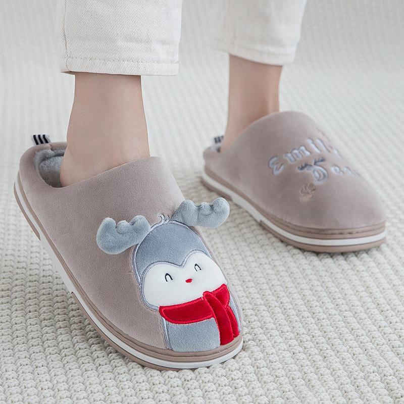 2021 Les nouvelles pantoufles à la maison pour femmes à l'intérieur de belles glissades dessins animés de chaises chaudes poilues Chaussures de Noël Soft Flat 7jmz