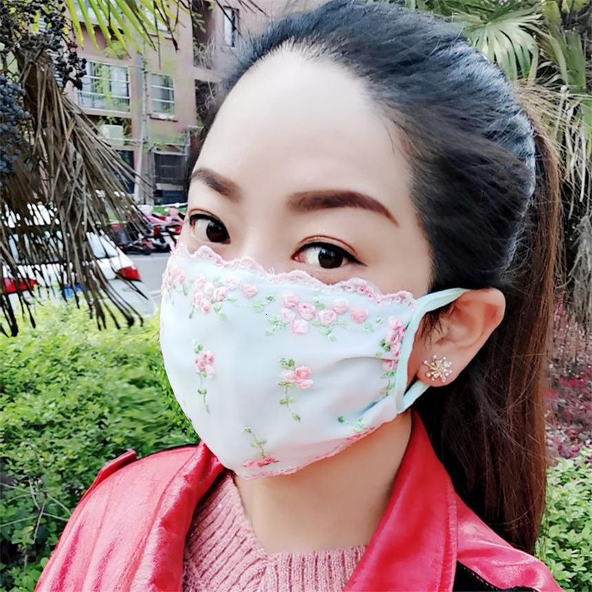 Concepteur dentelle Face Face Summer Section Mince Lavable Facile à respirer Masque de tissu respirant à la poussière Femme anti-ultraviolet 4 NX3LC