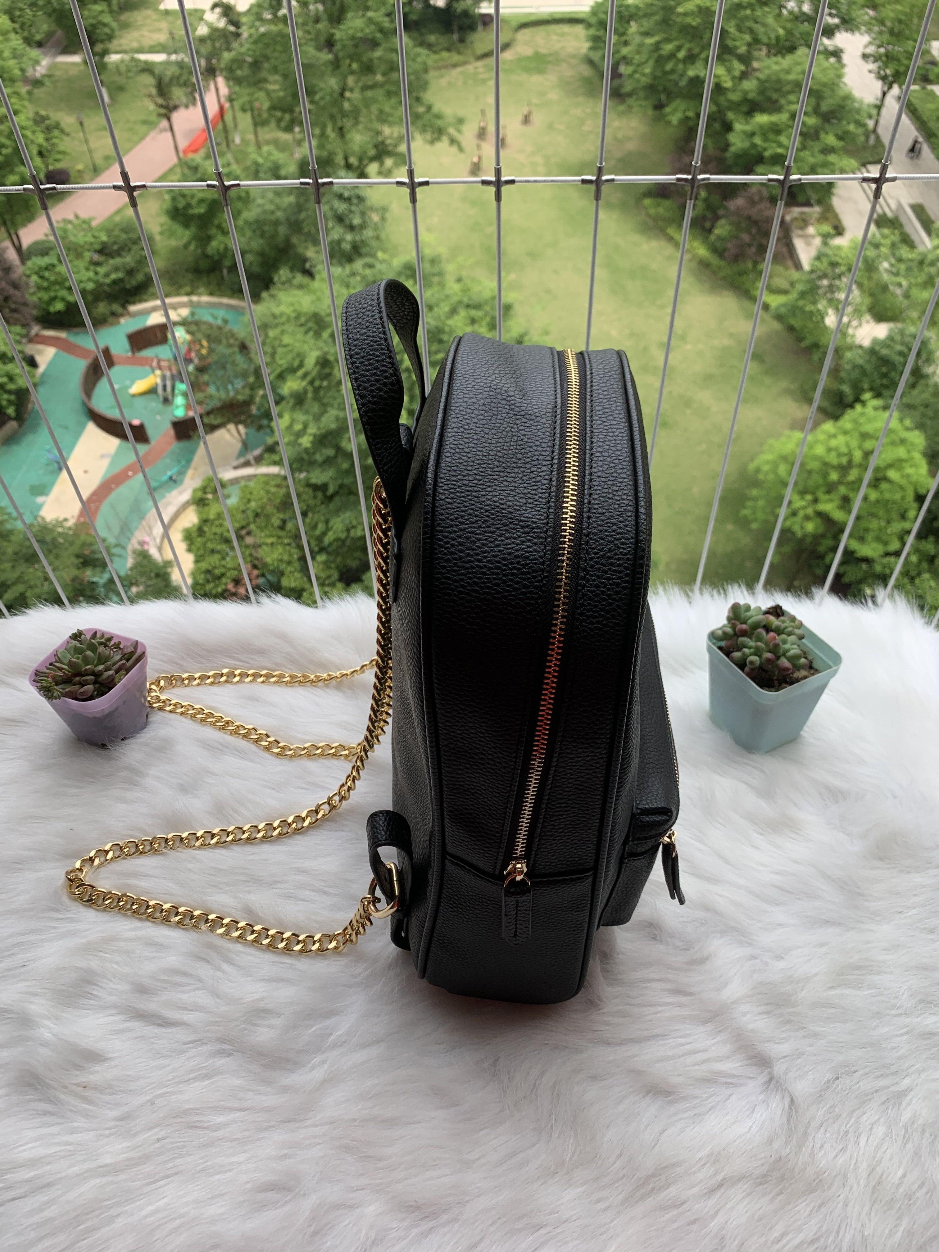 Cadeia de luxo cintas de ombro mochila designer 2021 moda mulheres senhora preto pu bolsa de couro encantos sacos de escola