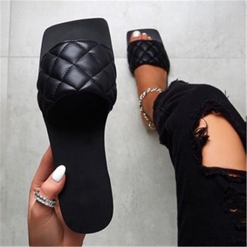 Zapatos de verano de estilo de sandalias de mujer para mujer Sandalias planas Zapatos de goma 2021 Diapositivas de cuero más tamaño Souller Femme