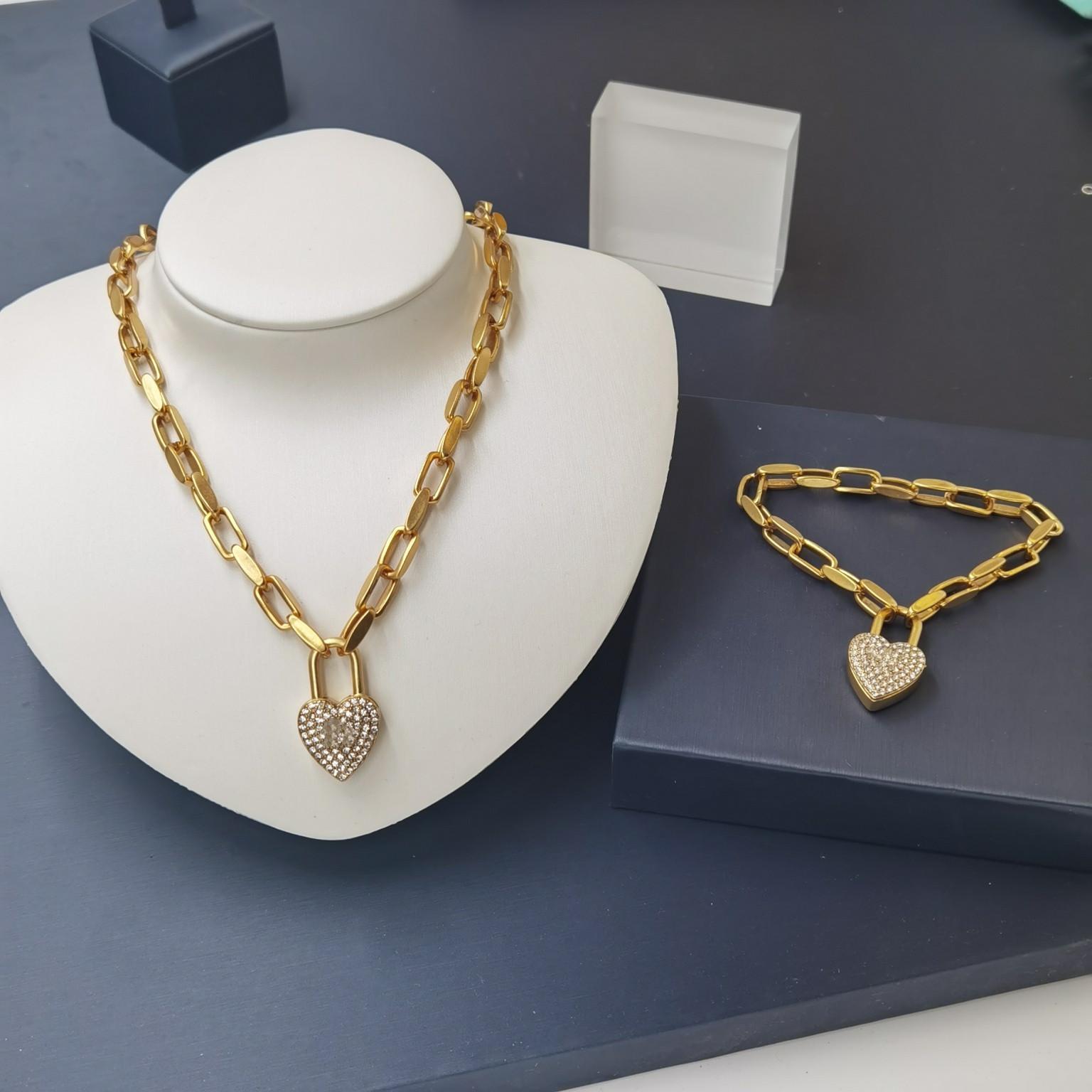 Productos calientes Collar de oro y pulsera para mujer Pulsera de corazón Moda Charm Collar Cadena Joyería