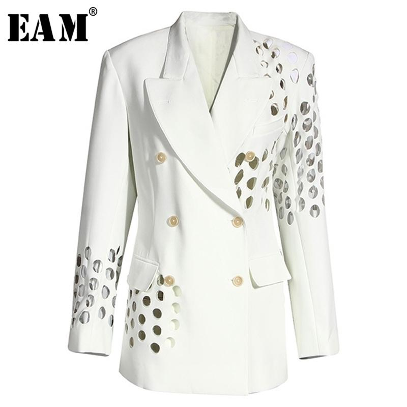 [Eam] Femmes blancs blancs creux double boutonnage Nouveau revers manches longues à manches longues Fit veste de mode Spring Automne 1Y332 Y201026