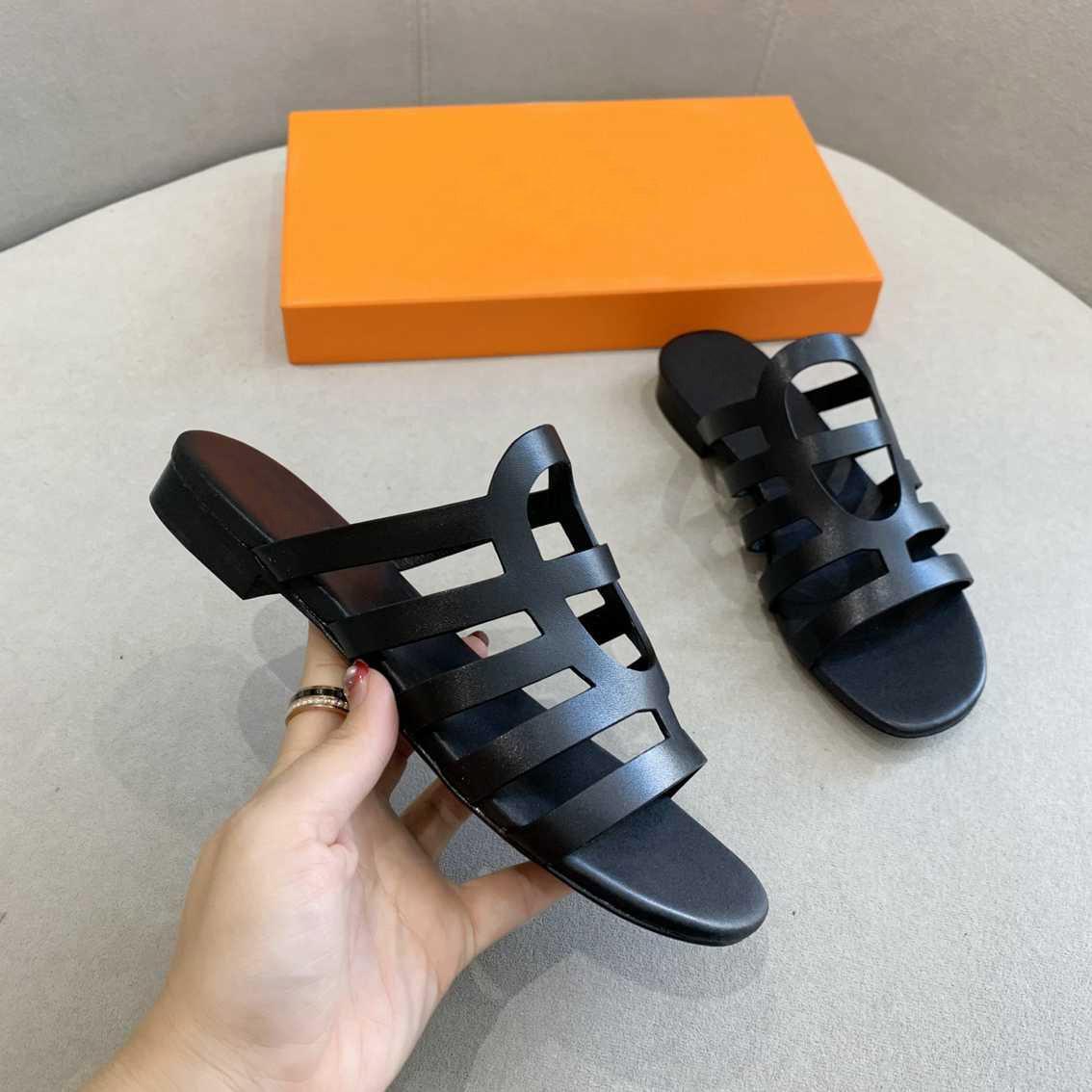 Nuevas sandalias de mujer caliente zapatos zapatillas de moda Diapositivas de verano ancho plano Lady Sandals Slipper con el tamaño de la caja 35-42
