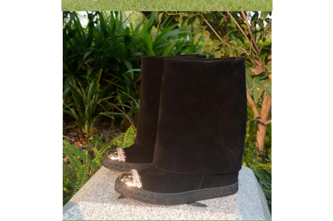 Heißfrau Schwarze Booties Wildleder Gold Metall Zehen 8 cm Keilstiefel Höhe Erhöhung Runde Kappe Mid-Calf Falten Casual Slip auf Stiefel