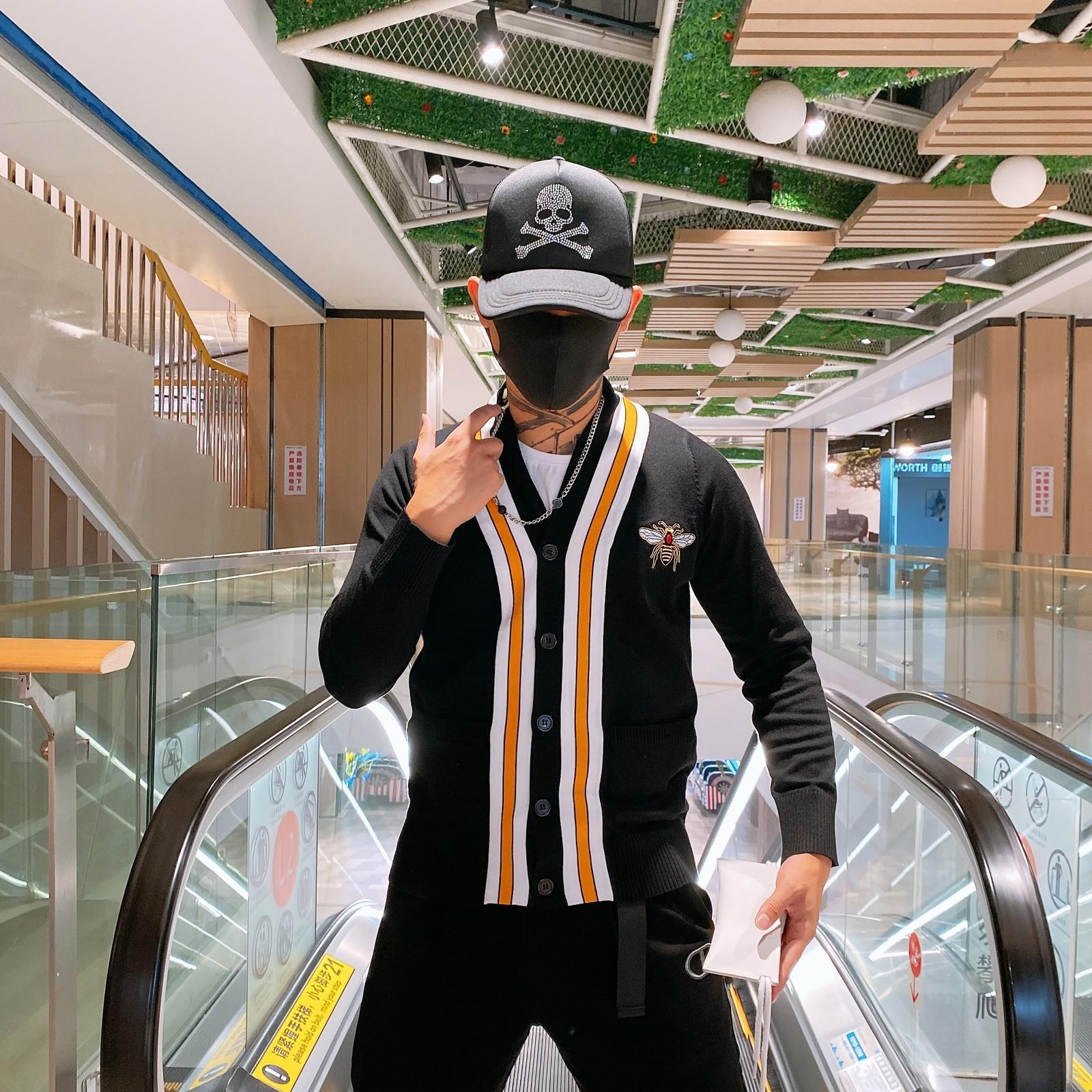 2021 Automne et hiver Nouveau Pull Cardigan Tricoté Mode Mode Marque Broderie Bee Manches Longues Manches Britannique Style