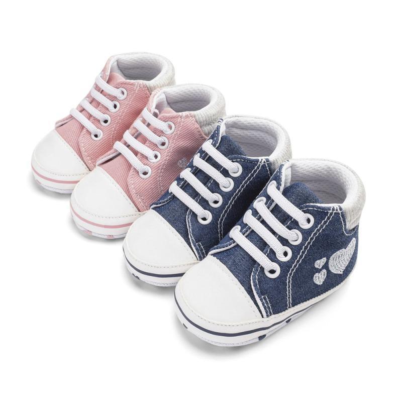 Denim Chaussures bébé nouveau-né brodé forme de coeur mignon bébé fille Chaussures Premier Walkers Mode souple Bas toile garçons