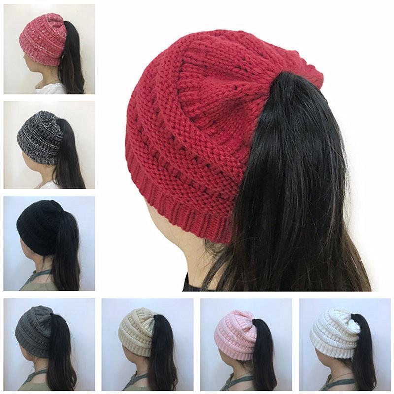 Fashion Femmes PoneyTail Crochet Crochet Heanie Chapeau Hiver Crullies Soupelles Prise de vue en extérieur Chapeaux Chapeaux Femelle Chapeaux Femelle Chapeaux de queue de queue de queue de queue de queue de queue
